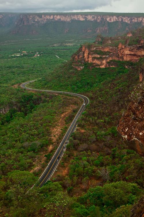 Chapada dos Guimaraes_MT, Brasil...Imagens do Parque Nacional da Chapada dos Guimaraes no Estado do Mato Grosso. Na foto estrada do Parque...The Chapada dos Guimaraes National Park  is a national park in the Brazilian state of Mato Grosso. In this photo the road in the Park...Foto: JOAO MARCOS ROSA  / NITRO...