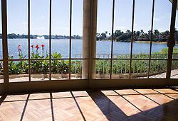 Casa do Baile/ House of the Ball -  04/agosto/2007.Vista da janela da Casa do Baile na  Lagoa da Pampulha projeto de Oscar Niemeyer faz parte do conjunto arquitetonico que se tornou referencia e influenciou toda a Arquitetura Moderna Brasileira. Os jardins de Burle Marx, a pintura de Candido Portinari e as esculturas de Ceschiatti, Zamoiski e Jose Pedrosa completam e valorizam o projeto./ Views of the window of the House of the Ball in Pampulha Lake,  it was Oscar Niemeyer's first project for the Architectonic Complex of Pampulha. The surrounding gardens were designed by Burle Marx. Architectonic project of Oscar Niemeyer. .Foto Adri Felden /Argosfoto