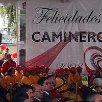 """Toluca, Mex.-  En el evento de entrega de la ampliación a tres carriles de la """"Calzada al Pacífico"""" entregada por el gobernador Peña Nieto, también el mandatario estatal, festejó a los trabajadores por el """"Día del Caminero"""". Agencia MVT / Luis Enrique Hernandez V. (DIGITAL)<br /> <br /> <br /> <br /> NO ARCHIVAR - NO ARCHIVE"""