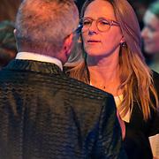 NLD/Baarn/20180410 - 2018 finale 'It Takes 2, visagiste Barbara van Munster bezig met Gordon Heuckeroth
