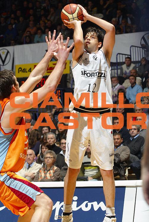 DESCRIZIONE : Bologna Lega A1 2007-08 La Fortezza Virtus Bologna Solsonica Rieti <br /> GIOCATORE : Guilherme Giovannoni <br /> SQUADRA : La Fortezza Virtus Bologna <br /> EVENTO : Campionato Lega A1 2007-2008 <br /> GARA : La Fortezza Virtus Bologna Solsonica Rieti <br /> DATA : 02/12/2007 <br /> CATEGORIA : Tiro <br /> SPORT : Pallacanestro <br /> AUTORE : Agenzia Ciamillo-Castoria/G.Livaldi <br /> Galleria : Lega Basket A1 2007-2008<br /> Fotonotizia : Bologna Lega A1 2007-08 La Fortezza Virtus Bologna Solsonica Rieti<br /> Predefinita :