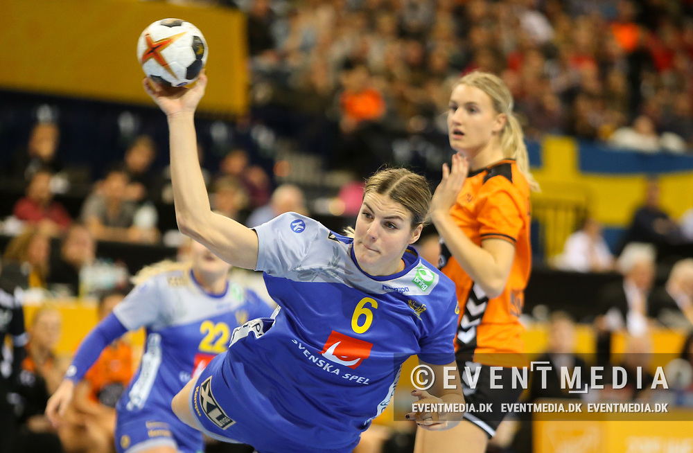 Carin Strömberg (#6, Sweden). Bronze medal match between Sweden and Netherlands at the 2017 IHF Women's World Championship in Barclaycard Arena, Hamburg, Germany, 17.12.2017. Photo Credit: Allan Jensen/EVENTMEDIA.