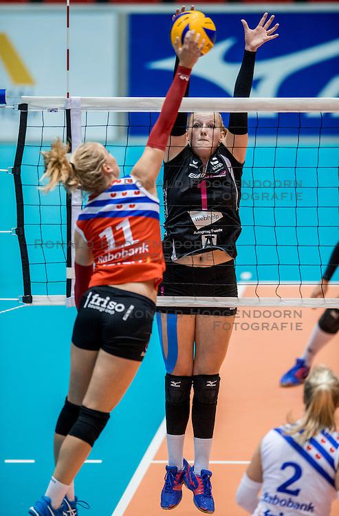 02-10-2016 NED: Supercup VC Sneek - Eurosped, Doetinchem<br /> Eurosped wint de Supercup door Sneek met 3-0 te verslaan / Roos van Wijnen #11 of Sneek, Charlotte Haar #1 of Eurosped