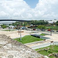 El puente Juan Bosch es un puente carretero que cruza el río Ozama comunicando el municipio Santo Domingo Este con el Distrito Nacional, en Santo Domingo, República Dominicana. The Juan Bosch Bridge is a road bridge that crosses the Ozama River communicating the Santo Domingo East municipality with the National District, in Santo Domingo, Dominican Republic.