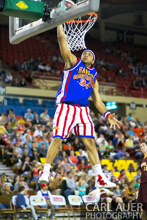 04 May 2006: Trotter Corey Smith (34) goes for a dunk during the Harlem Globetrotters vs the New York Nationals at the Sulivan Arena in Anchorage Alaska during their 80th Anniversary World Tour.  This is the first time in 10 years that the Trotters have visited Alaska.