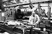 Nederland, Vlissingen, 15-1-1985Wernemer van scheepswerf de Schelde in de machinefabriek.Foto: Flip Franssen/Hollandse Hoogte