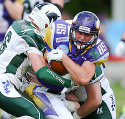 17.05.2015, Hohe Warte, Wien, AUT, BIG6, AFC Vienna Vikings vs Schwaebisch Hall Unicorns, im Bild Cody Pastorino (Schwaebisch Hall Unicorns) und Joey Gabrick (AFC Vienna Vikings, #85) // during the BIG6 game between AFC Vienna Vikings vs Schwaebisch Hall Unicorns at the Hohe Warte, Wien, Austria on 2015/05/17. EXPA Pictures © 2015, PhotoCredit: EXPA/ Thomas Haumer