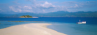 Indonesie. Flores. Baie de Labuanbajo. 'ile vierge dans les envions de Seraya. // Indonesia. Flores. Labuanbajo bay. White island near Seraya.