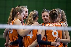 30-03-2018 NED: Nederland - Wit Rusland, Arnhem<br /> De Nederlandse volleybal meisjes jeugd spelen hun eerste oefeninterland op Papendal in Arnhem tegen Wit Rusland en wonnen met 3-0 / Annika de Goede #5, Hyke Lyklema