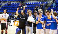 ROTTERDAM - De mannen van Kampong na  de gewonnen  finale zaalhockey om het Nederlands kampioenschap tussen de  mannen van Amsterdam en Kampong. Kampong wint met 3-2 het Kampioenschap. ANP KOEN SUYK