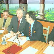 Ondertekening een aanbieden collegeprogramma gemeente Huizen