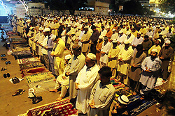 60103052<br /> Pakistani Muslim's attend a special evening prayer Tarawih on a street of southern Pakistani port city of Karachi on July 10, 2013, the first day of the fasting month of Ramadan on Wednesday, July 10, 2013.<br /> Photo by imago / i-Images