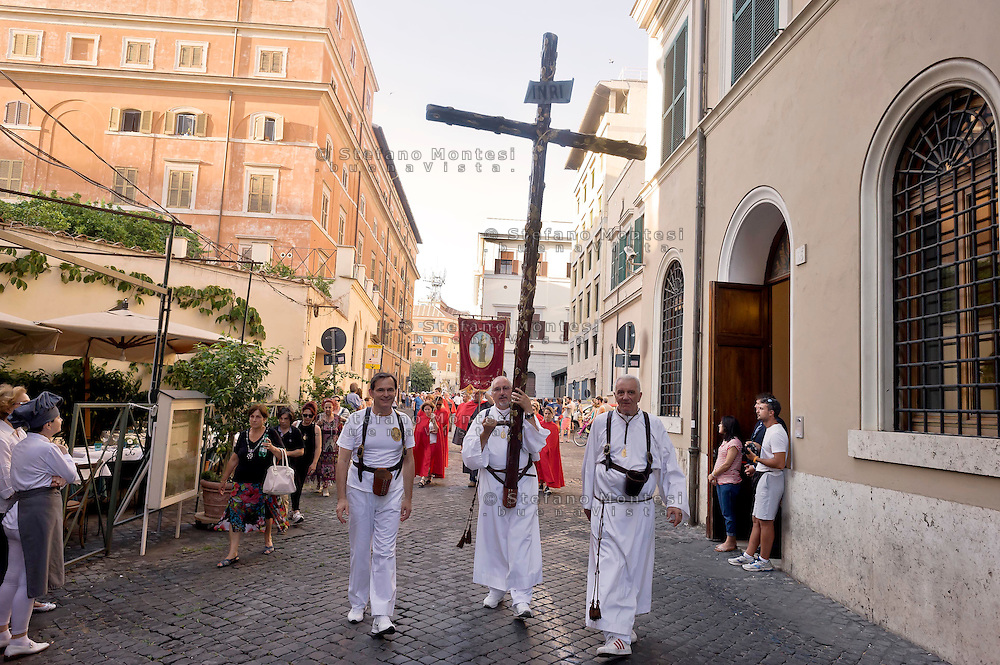 Roma 18 luglio 2015<br /> Venerabile Arciconfraternita del SS.mo Sacramento e di Maria Ss. del Carmine in Trastevere a Roma fondata nell' anno 1539. I Solenni Festeggiamenti e la processione in onore della.Madonna del Carmine detta &quot;de' Noantri&quot;.<br /> Rome, Italy. 18th July 2015<br /> The Solemn celebrations and processions in honor of Madonna del Carmine, Our Lady of Roman Citizens, took place in Rome. The bearers of the statue were the Venerable Confraternity of the Blessed Sacrament and Maria del Carmine in Trastevere.
