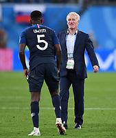 FUSSBALL  WM 2018  Halbfinale  10.07.2018 Frankreich - Belgien SCHLUSSJUBEL Frankreich; Trainer Didier Deschamps (re) freut sich mit Torschuetze zum 1-0 Sieg Samuel Umtiti