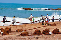 Sri Lanka, province du sud ouest, pêche à la senne à Bentota  // Sri Lanka, West Coast, Bentota, seine fishing on the beach