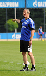 17.07.2013, Trainingsgelaende, Veltins Arena, GER, 1. FBL, FC Schalke 04 Training, im Bild Trainer Jens Keller ( Schalke 04/ Portrait ) gibt Anweisungen. // during a Training Session of German Bundesliga Club Fc Schalke 04 at the Training Ground, Veltins Arena, Germany on 2013/07/17. EXPA Pictures © 2013, PhotoCredit: EXPA/ Eibner/ Thomas Thienel<br /> <br /> ***** ATTENTION - OUT OF GER *****