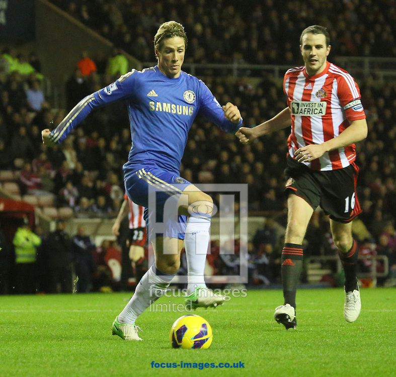 Picture by Paul Gaythorpe/Focus Images Ltd +447771 871632.08/12/2012.Fernando Torres of Chelsea and John O'Shea of Sunderland during the Barclays Premier League match at the Stadium Of Light, Sunderland.