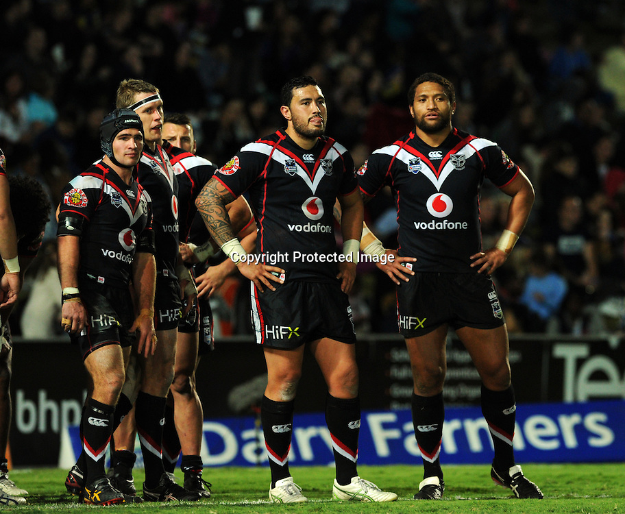 NRL NZ Warriors vs NQ Cowboys from Dairy Farmers Stadium Australia, pics Zak Simmonds.  Warriors LR Nathan Friend, Feleti Mateo and Manu Vatuvei after a Cowboys try. 11 August 2012.