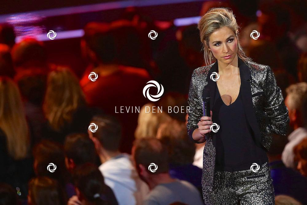 HILVERSUM - In studio 22 is de eerste liveshow van The Voice of Holland gehouden. Met hier op de foto  Wendy van Dijk. FOTO LEVIN DEN BOER - PERSFOTO.NU