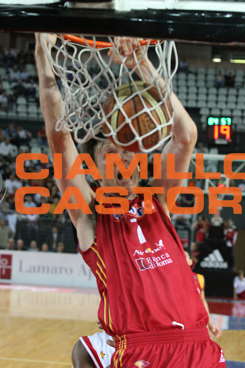 DESCRIZIONE : Roma Lega A1 2007-08 Lottomatica Virtus Roma Cimberio Varese<br /> GIOCATORE : Gregor Fucka<br /> SQUADRA : Lottomatica Virtus Roma<br /> EVENTO : Campionato Lega A1 2007-2008<br /> GARA : Lottomatica Virtus Roma Cimberio Varese<br /> DATA : 30/09/2007<br /> CATEGORIA : Schiacciata<br /> SPORT : Pallacanestro<br /> AUTORE : Agenzia Ciamillo-Castoria/G.Ciamillo<br /> Galleria : Lega Basket A1 2007-2008<br /> Fotonotizia : Roma Campionato Italiano Lega A1 2007-2008 Lottomatica Virtus Roma Cimberio Varese<br /> Predefinita :