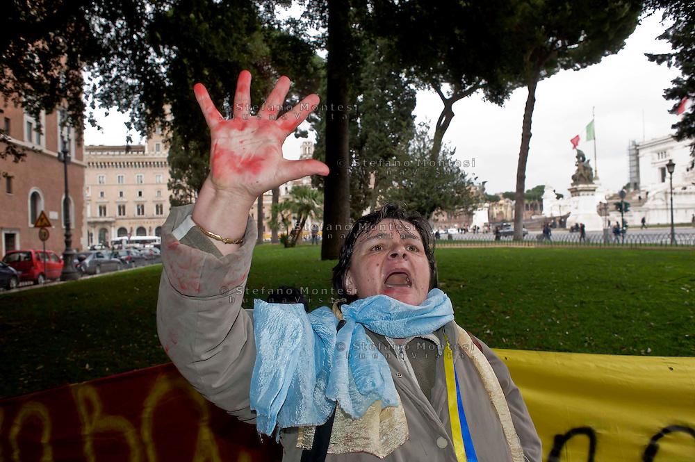 Roma 20 Febbraio 2014<br /> Manifestazione della comunit&agrave; ucraina davanti Istituto Interregionale di Ricerca delle Nazioni Unite sul Crimine e la Giustizia Penale di Roma per chiedere l'intervento dell'ONU,per le violenze contro i manifestanti anti-governativi  e contro la dittatura del presidente  Yanukovych<br /> Rome 20 Febraury  2014<br /> Manifestation of the Ukrainian community in front of  UNICRI - United Nations Interregional Crime and Justice Research Institute in Rome to ask for UN intervention for the violence against anti-government protesters and against the dictatorship of President Yanukovych