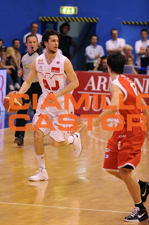 DESCRIZIONE : Milano Lega A 2008-09 Playoff Quarti di finale Gara 2 Armani Jeans Milano Bancatercas Teramo<br /> GIOCATORE : Luca Vitali<br /> SQUADRA : Armani Jeans Milano<br /> EVENTO : Campionato Lega A 2008-2009<br /> GARA : Armani Jeans Milano Bancatercas Teramo<br /> DATA : 20/05/2009<br /> CATEGORIA : palleggio<br /> SPORT : Pallacanestro<br /> AUTORE : Agenzia Ciamillo-Castoria/A.Dealberto