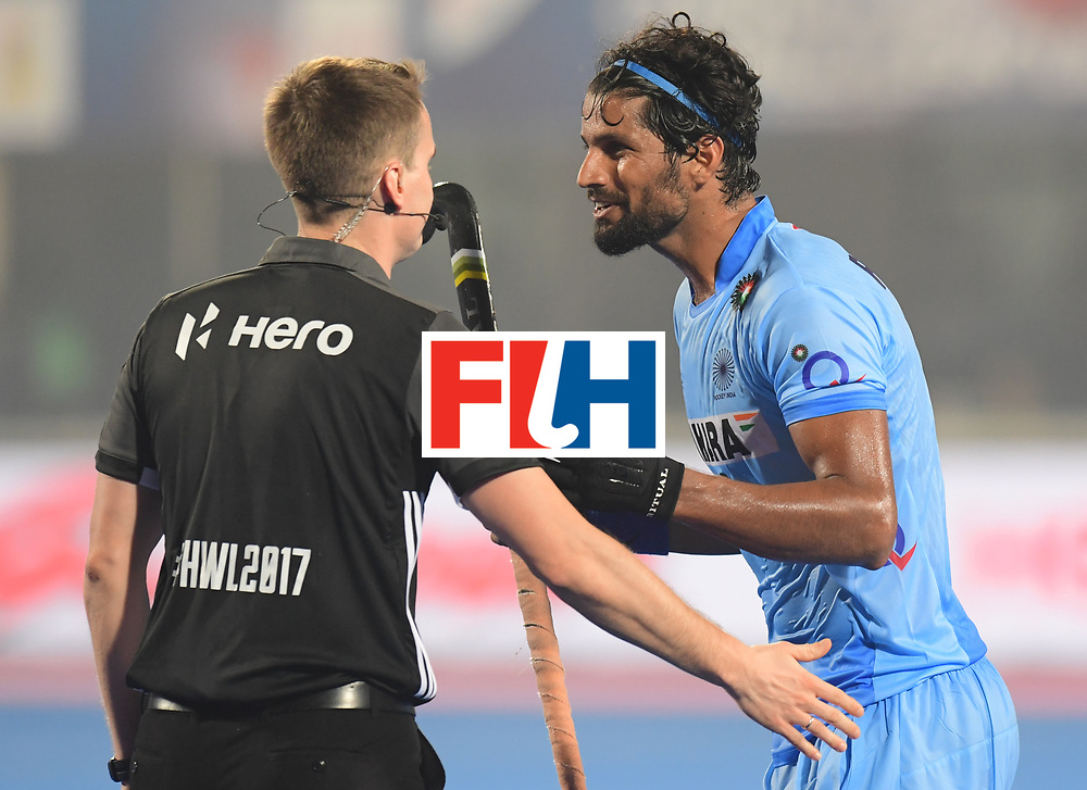 Odisha Men's Hockey World League Final Bhubaneswar 2017<br /> Match id:02<br /> Australia v India<br /> Foto: SINGH Rupinder in discussion with Umpire GROCHAL Marcin <br /> WORLDSPORTPICS COPYRIGHT FRANK UIJLENBROEK