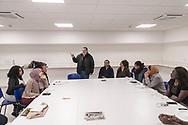 """Roma 10 Marzo 2017: Uomini e donne migranti concludono lo stage alla sartoria laboratorio realizzato dalla Caritas di Roma, situato presso l'Ostello """"Don Luigi Di Liegro"""" nel progetto """"Vivere qui"""" per il reinserimento sociale e lavorativo delle persone svantaggiate."""