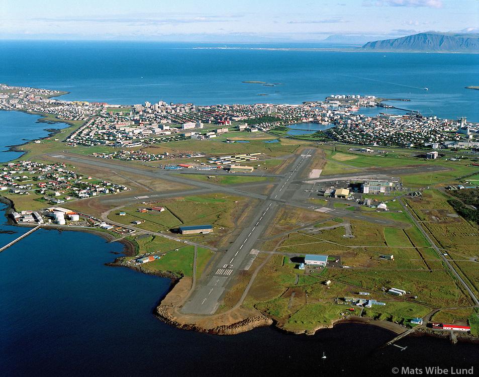 BIRK Reykjavíkurflugvöllur 1989 séð til norðvesturs á moti Akranes /.BIRK Reykjavik domestic airport as it looked 1989. Viewing northwest towards Akranes
