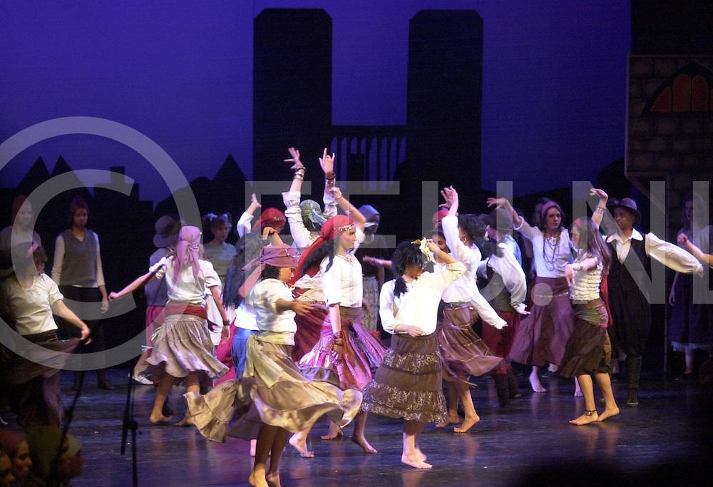 ALMELO<br /> Leerlingen van scholengemeenschap Noordik voeren musical op in theater Almelo,<br /> <br /> Editie: AM<br /> <br /> fotografie frank uijlenbroek&copy;2006 michiel van de velde<br /> TT20060411