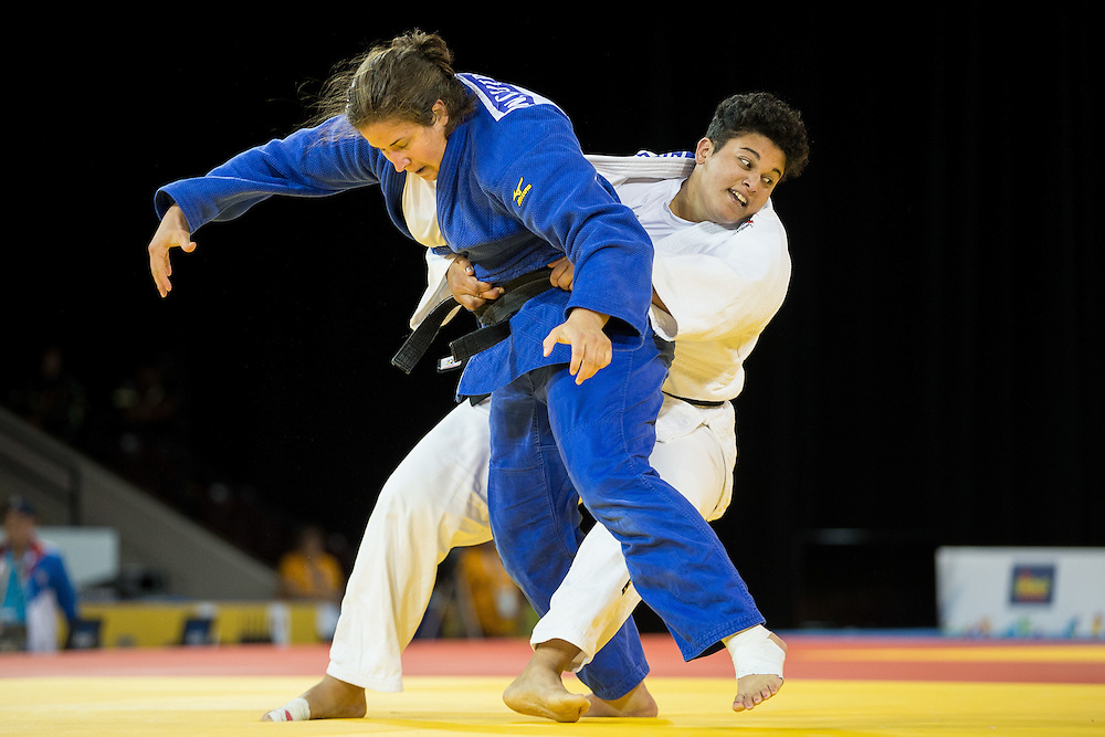 Samantha Dacunha (R) of Argentina tries to throw  Nina Cutro-Kelly of the United States during their bronze medal contest in the women's judo +78kg class at the 2015 Pan American Games in Toronto, Canada, July 14,  2015.  AFP PHOTO/GEOFF ROBINS