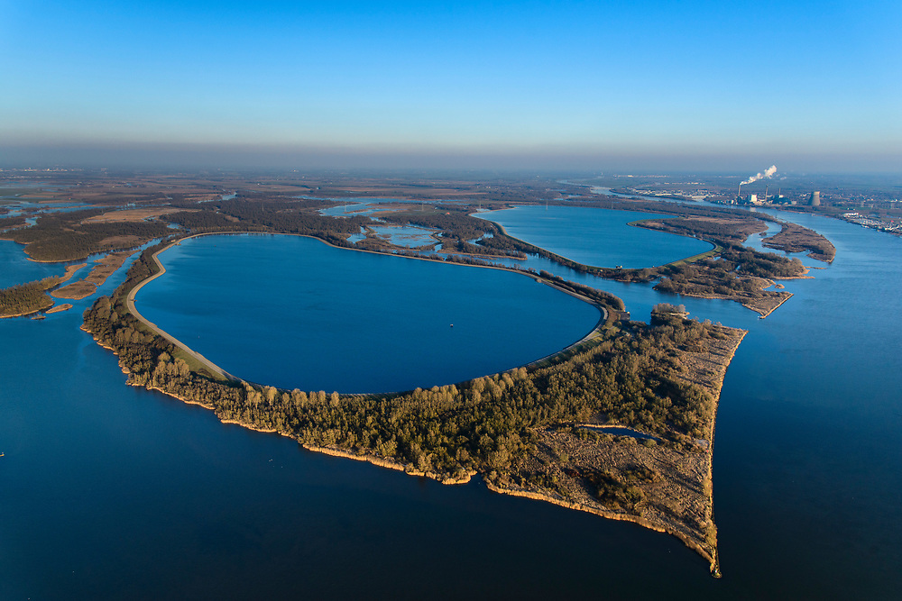 Nederland, Noord-Brabant, Werkendam, 07-02-2018; de Brabantse Biesbosch, onderdeel van Nationale Park De Biesbosch. Honderd en Dertig, voormalige polder, nu spaarbekken voor de productie van drinkwater. <br /> National Park De Biesbos with reservoir for the production of drinking water.<br /> luchtfoto (toeslag op standard tarieven);<br /> aerial photo (additional fee required);<br /> copyright foto/photo Siebe Swart