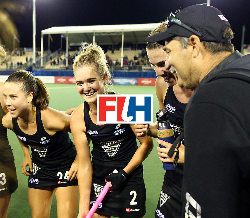 New Zealand, Auckland - 22/11/17  <br /> Sentinel Homes Women&rsquo;s Hockey World League Final<br /> Harbour Hockey Stadium<br /> Copyrigth: Worldsportpics, Rodrigo Jaramillo<br /> Match ID: 10304 - ARG vs NZL<br /> Photo: (24) KEDDELL Rose, (2) HARRISON Samanthan (Head Coach) HAGER Mark