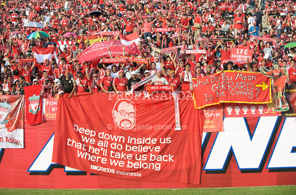 SINGAPORE, SINGAPORE - Sunday, July 26, 2009: Liverpool supporters during a preseason friendly against Singapore at the Singapore National Stadium. (Pic by David Rawcliffe/Propaganda)