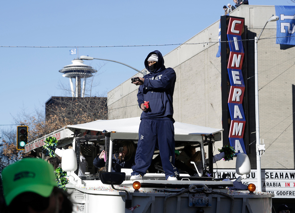Seahawks' player Marshawn Lynch rides in the Super Bowl victory parade for the Seattle Seahawks in Seattle, Washington February 5, 2014. Up to 500,000 Seattle Seahawks fans were expected to brave sub-freezing temperatures to celebrate the football team's first Super Bowl title at a parade set to wind through the city's downtown on Wednesday.  REUTERS/Jason Redmond  (UNITED STATES)