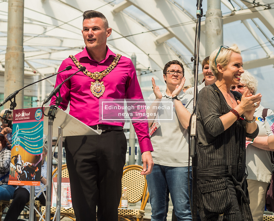 Manchester's lord mayor Carl Austin-Behan speaking at a tribute event in memory of Victoria Wood. Held at Manchester Victoria Station, the station was renamed Victoria Wood Station for the duration of the event.<br /> <br /> (c) John Baguley | Edinburgh Elite media