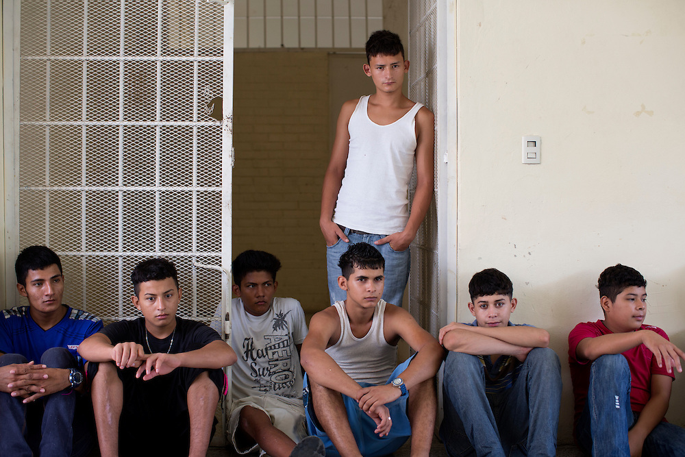 San Pedro Sula, Honduras<br /> <br /> N&auml;stan samtliga som sitter p&aring; ungdomsf&auml;ngelset Carmen &auml;r d&ouml;mda f&ouml;r mord. Det intagna &auml;r i &aring;ldrarna 13-17 &aring;r.<br /> <br /> Photo: Niclas Hammarstr&ouml;m