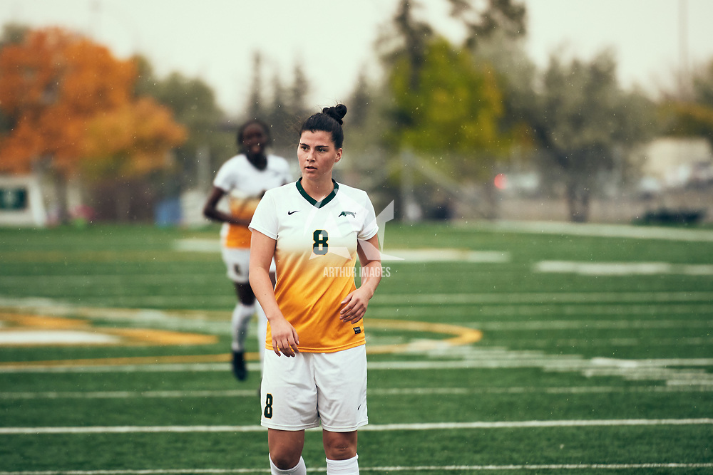 1st year forward, Grace Miller (8) of the Regina Cougars during the Women's Soccer home opener on Sat Sep 08 at U of R Field. Credit: Arthur Ward/Arthur Images