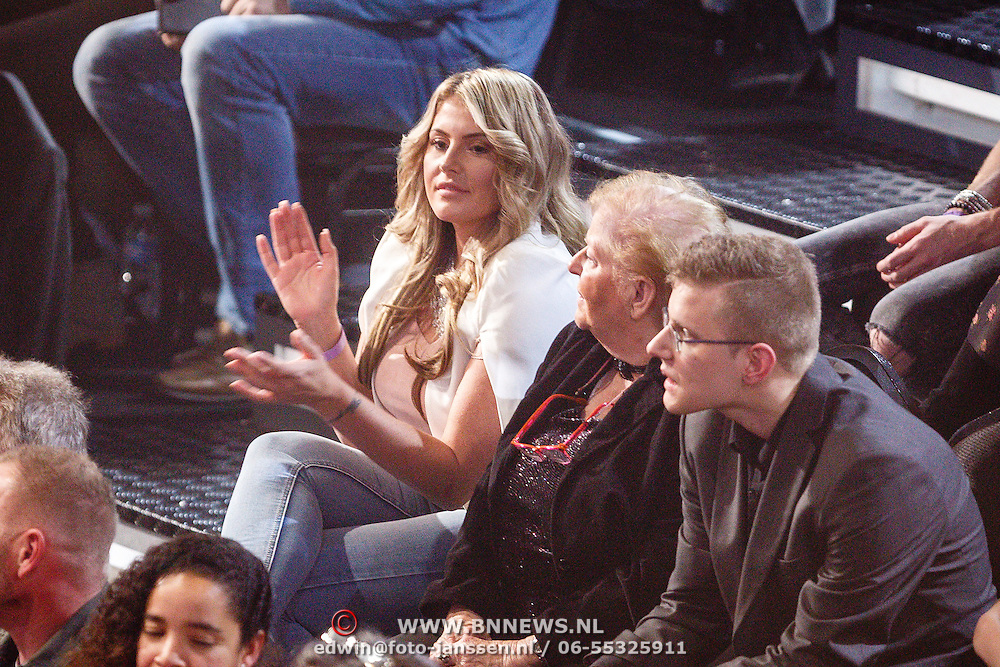 NLD/Hilversum/20160129 - Finale The Voice of Holland 2016, Isabella van Velsen