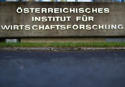 """29.09.2016, Arsenal, Wien, AUT, Gemeinsame Pressekonferenz von WIFO und IHS mit einer Konjunkturprognose für 2016 und 2017, im Bild Feature Logo // during press conference """"economic forecast"""" of Austrian Institute of Economic Research and Institute for Advanced Studies in Vienna, Austria on 2016/09/29, EXPA Pictures © 2016, PhotoCredit: EXPA/ Michael Gruber"""