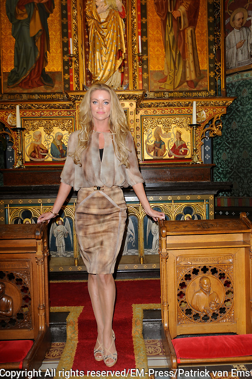 Perspresentatie EO - Op zoek naar God in der Jezuitenkerk De Krijtberg, Amsterdam<br /> <br /> Op de foto:  olympisch zwemkampioene Inge de Bruijn