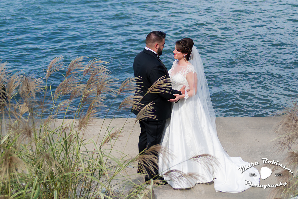 bride and groom by Lake Erie by Cleveland wedding photographer Mara Robinson Photography