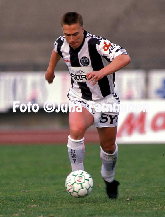 06.05.1990.Juha Laaksonen - Turun Palloseura.©JUHA TAMMINEN