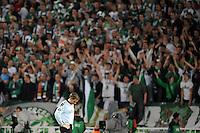 FUSSBALL     UEFA CUP  FINALE  SAISON 2008/2009 Shakhtar Donetsk - SV Werder Bremen 20.05.2009 Tim Wiese (Bremen) enttaeuscht vor dem Bremer Fanblock