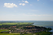 Nederland, Noord-Holland, Muiderberg, 14-07-2008; Muiderberg en IJmeer, IJburg en Amsterdam aan de horizon. .luchtfoto (toeslag); aerial photo (additional fee required); .foto Siebe Swart / photo Siebe Swart