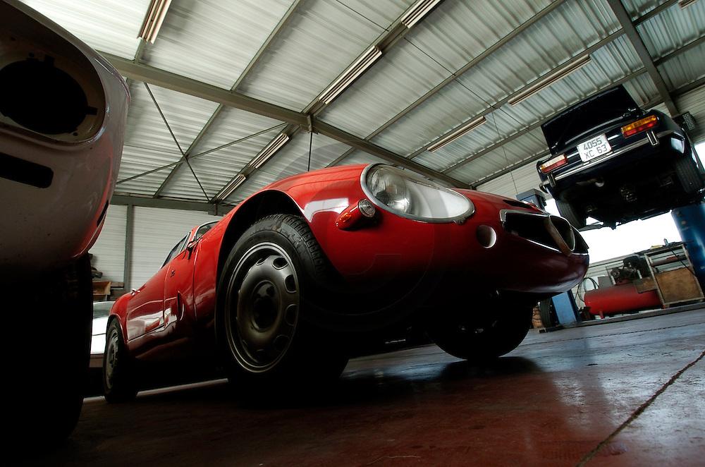 10/02/05 - GERZAT - PUY DE DOME - FRANCE - Garage RUFFINONI. Alfa Romeo Giulla TZ 1964 - Photo Jerome CHABANNE