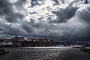 Ovädersmoln över Riddarfjärden i Stockholm med Mariaberget i bakgrunden.