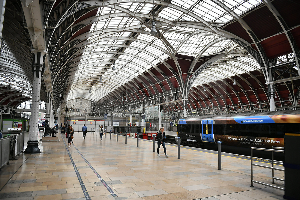 © Licensed to London News Pictures. 17/10/2018. London, UK. Empty platform at Paddington Railway Station after damage was caused to overhead electric cables late last night. All Great Western services to Slough are cancelled with Heathrow trains also affected. Network Rail say disruption is likely to last all day. Photo credit: Ben Cawthra/LNP