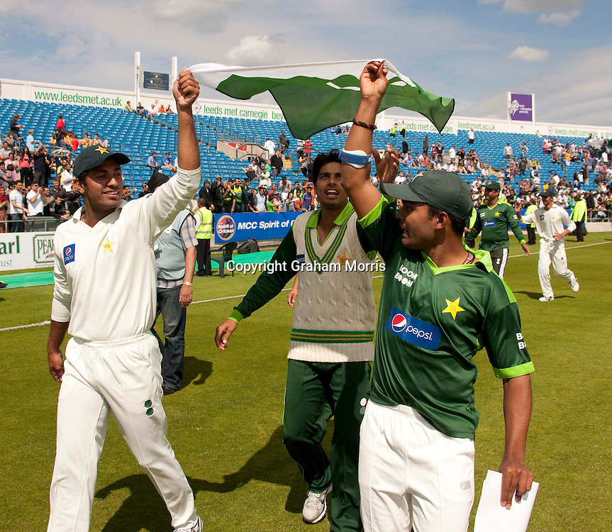 Pakistan players celebrate winning the second MCC Spirit of Cricket Test Match against Australia at Headingley, Leeds.  Photo: Graham Morris (Tel: +44(0)20 8969 4192 Email: sales@cricketpix.com) 24/07/10