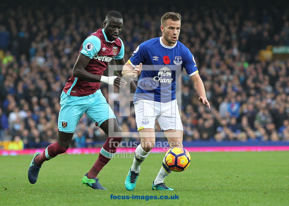 Tom Cleverley of Everton and Cheikhou Kouyate of West Ham United in action during the Premier League match at Goodison Park, Liverpool.<br /> Picture by Michael Sedgwick/Focus Images Ltd +44 7900 363072<br /> 30/10/2016